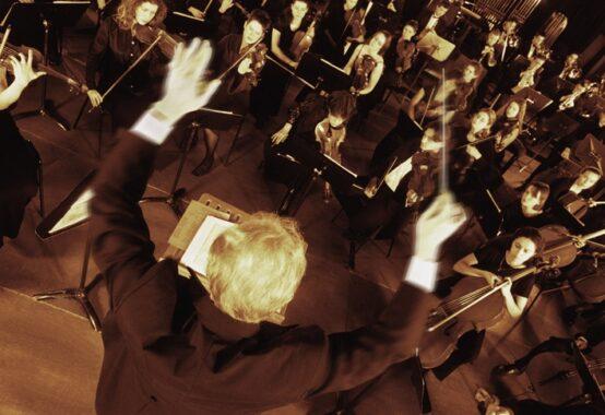 指揮者とオーケストラ