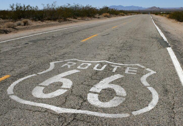 route66の書かれた道路