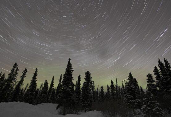 北極星を中心に回る星の輪