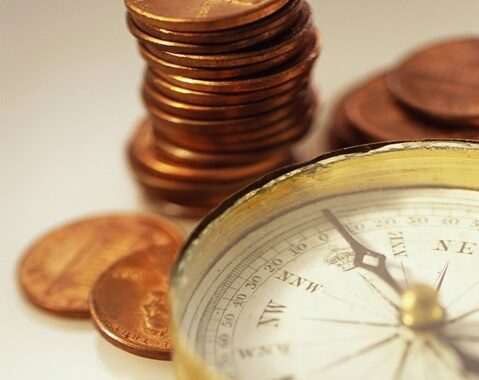 懐中時計とコインの山